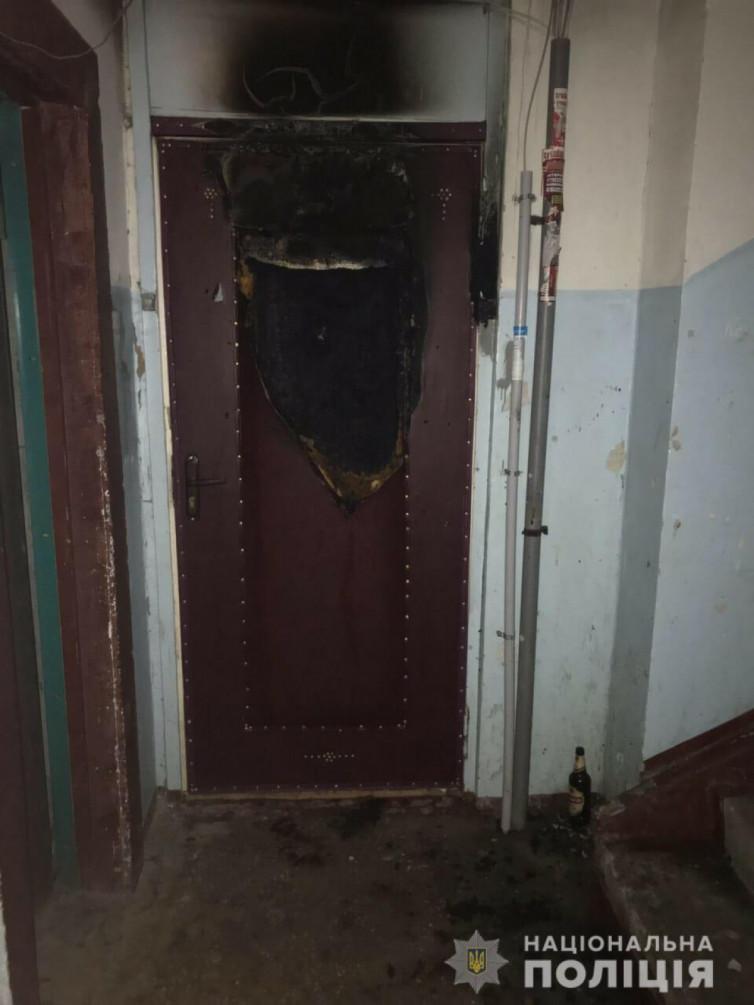на алексеевке неизвестные подожгли дверь в подъезде